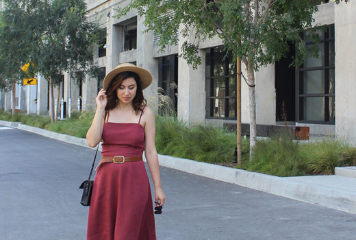 LA Summer Style: Movint Vintage-Inspired Dress in wine color, boater hat and black minimalist sandals.